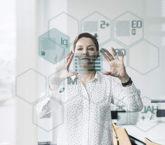 Portrait of mature businesswoman using digital screen — Stock Photo