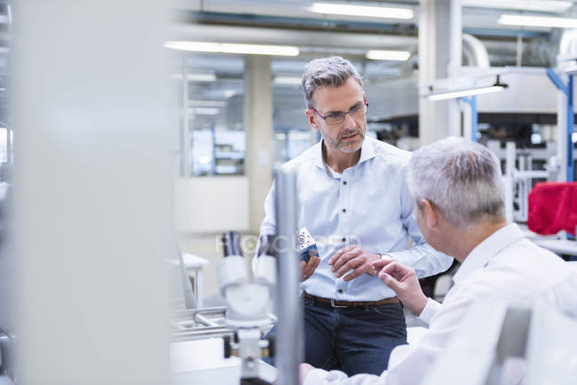 Managers discussing product — Stock Photo