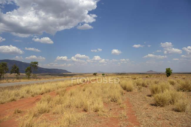 Madagascar, región montañosa entre Antananarivo y Tsiroanomandidia - foto de stock