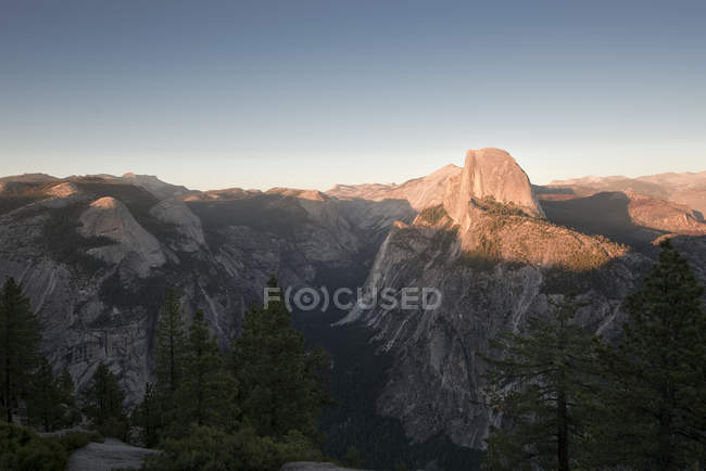 USA, Californie, Yosemite National Park, Glacier Point au coucher du soleil — Photo de stock