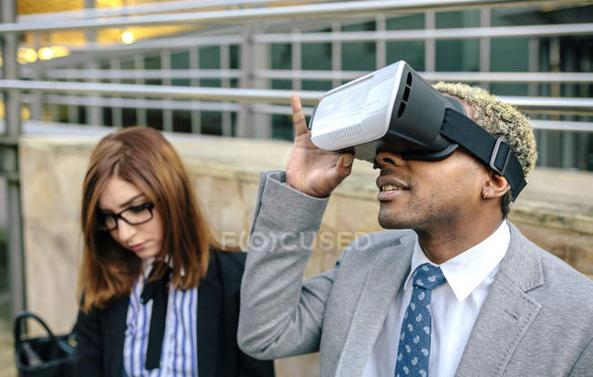 Young businessman and businessman using VR goggles — Stock Photo