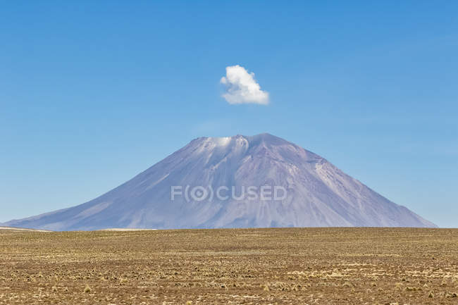 South America, Peru, Andes, Misti volcano view with cloud above — Stock Photo