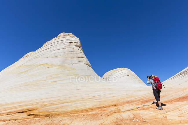 США, США, Юго-запад, Юта, Ханаан Маунтин, Хилдейл, поход к Белым куполам и Водному Каньону, цветные песчаники — стоковое фото