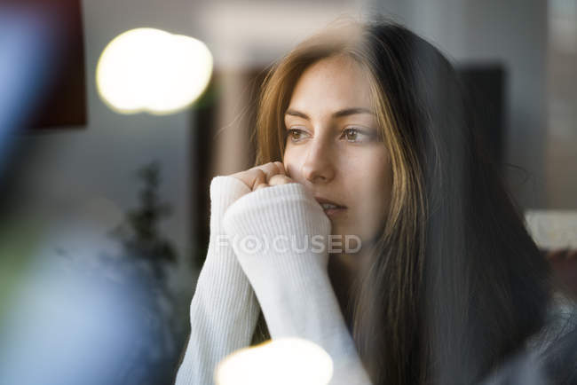 Woman sitting and looking sideways — Stock Photo