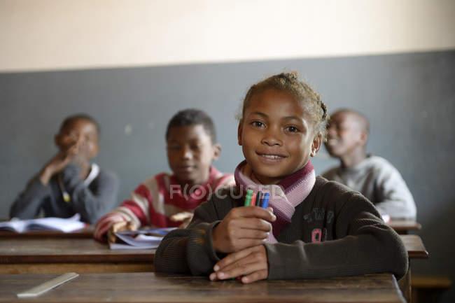 Madagaskar, gli alunni nella scuola elementare di Fianarantsoa — Foto stock