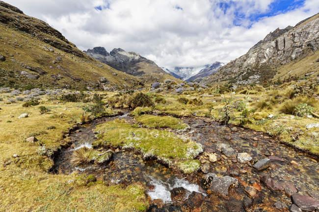 Peru, pitorescas montanhas dos Andes, Parque Nacional Huascaran, paisagem vista — Fotografia de Stock