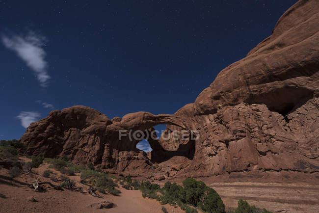 USA, Utah, Arches-Nationalpark, Doppelbogen nachts — Stockfoto