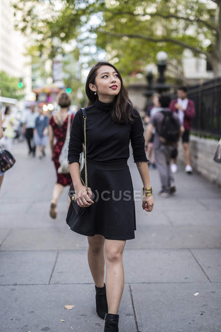 Portrait of young woman walking at street — Stock Photo