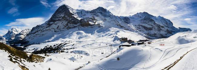 Paysage de montagne hivernale — Photo de stock