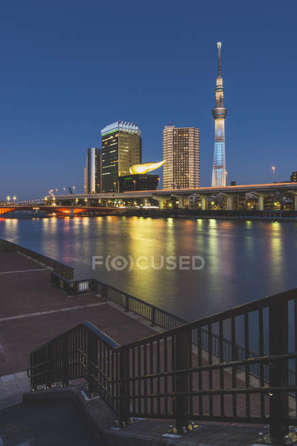 Японії, Токіо Асакуса, переглянути Sumida річка до на Skytree — стокове фото