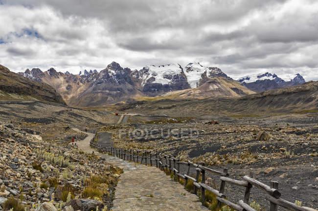 Peru, Andes, Cordilheira Blanca, Parque Nacional de Huascarán, Nevado Mururaju, caminhadas no glaciar Pastoruri — Fotografia de Stock