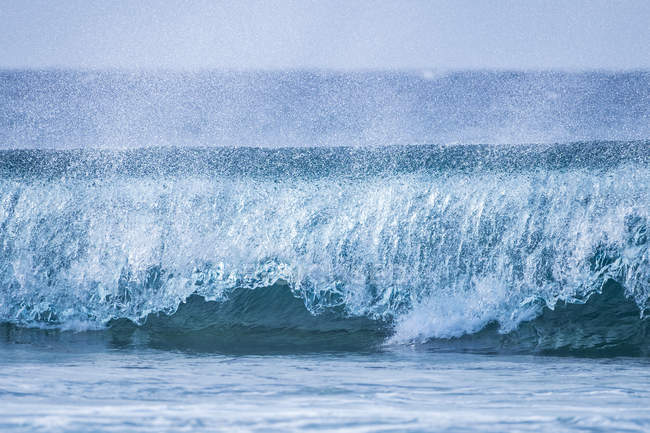 Big wave at sea during daytime — Stock Photo