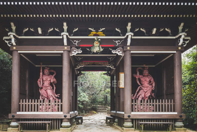 Japan, Miyajima, Daisho-In Temple, stone buddhas with crocheted skullcaps — Stock Photo