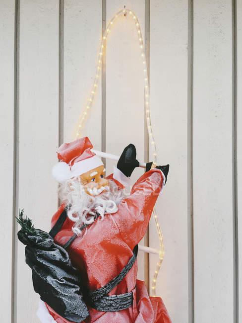 Світлові Дід Мороз перед білі стіни — стокове фото