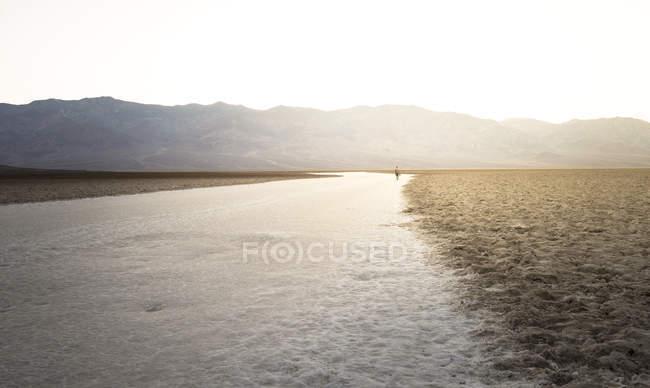 États-Unis, Californie, Death Valley, Badwater Basin au coucher du soleil — Photo de stock