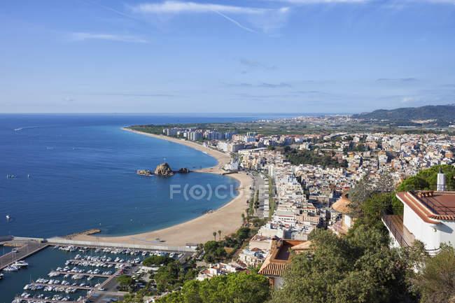 Resort Stadt am Mittelmeer, Ansicht von oben, Blanes, Katalonien, Spanien — Stockfoto