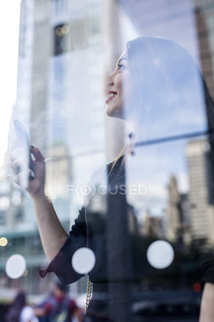 Portrait of young woman using smartphone — Stock Photo