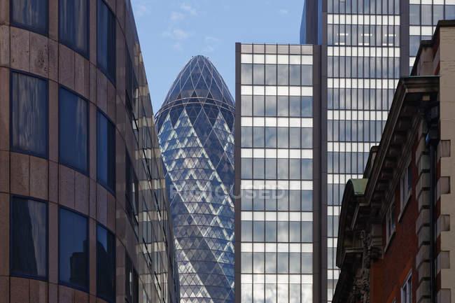 Великобританія, Лондон, знаменитий огірка-корнішона серед хмарочосів — стокове фото
