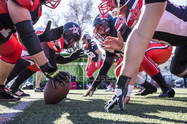 American football players on the line of scrimmage during a match — Stock Photo