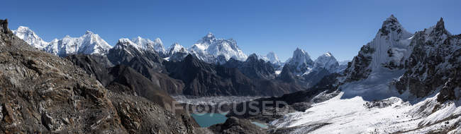 Nepal, Himalaya, Khumbu, Everest region, Everest and Nuptse peaks — Stock Photo