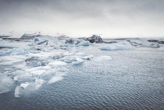 Islanda, vista panoramica su Joekulsarlon, laguna glaciale del fiume — Foto stock