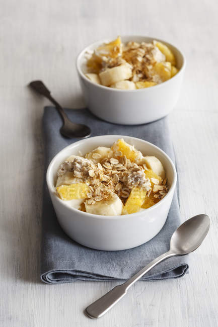 Closeup view of oat flakes with sliced banana and pineapple — Stock Photo