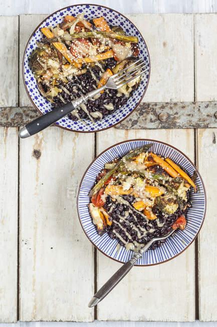 Riz noir aux légumes rôtis — Photo de stock