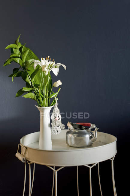 Lily flowers in vase and silver pot — Stock Photo