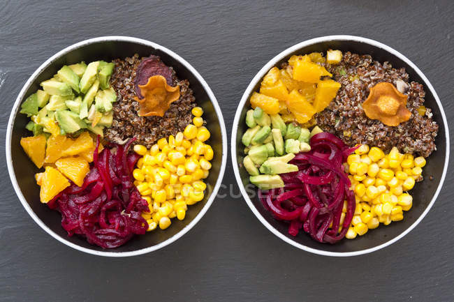 Lunch bowls of red quinoa and vegetables — Stock Photo
