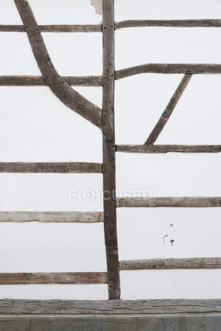 Parte della facciata della casa a graticcio — Foto stock