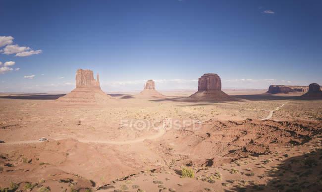 Blick auf das Tal mit Felsen bei Tag — Stockfoto