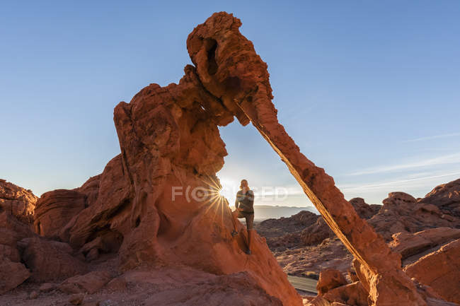 United States of America, tourist on Elephant Rock, sandstone and limestone formations — Stock Photo