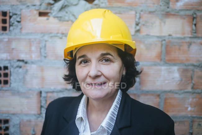 Портрет женщины среднего возраста в упорной работе . — стоковое фото