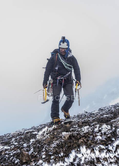 Nepal, Himalayas, Khumbu, Everest region. Trekker with climbing equipment walking on rocks — Stock Photo
