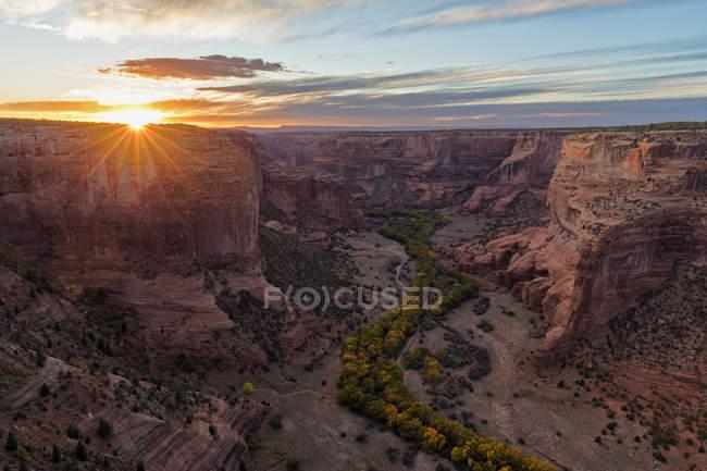 EUA, Arizona, Navajo Nation, Chinle, Canyon de Chelly M.n. ao pôr do sol — Fotografia de Stock
