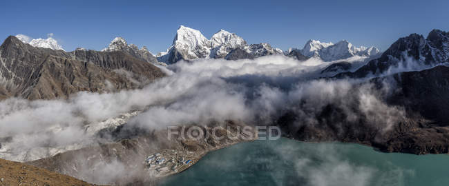 Непал, Гімалаї, Кхумбу, Еверест регіон, Gokyo, Cholatse — стокове фото