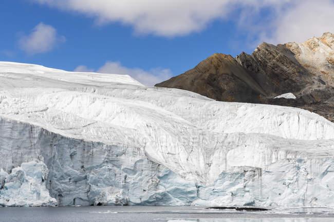 Peru, Andes, Cordilheira Blanca, Parque Nacional de Huascarán, Nevado Tuco, lago do glaciar Pastoruri — Fotografia de Stock