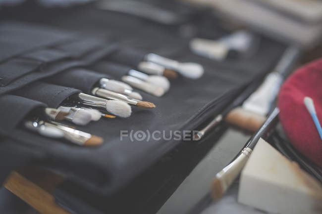 Perto de variedade de pincéis de beleza — Fotografia de Stock