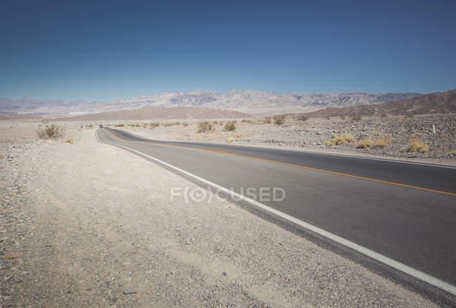 Vue du chemin vide pendant la journée — Photo de stock