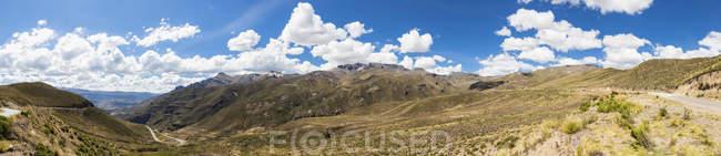 L'Amérique du Sud, Pérou, Andes, Pass-Strae ins Tal nach Chivay, paysage de montagne panoramique — Photo de stock