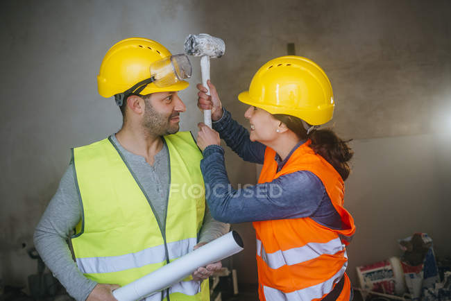 Man and woman workers fun fighting in the work. — Stock Photo