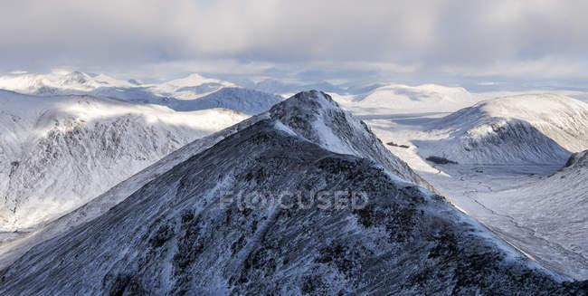 UK, Scotland, Glencoe, snow-covered Buachaill Etive Beag mountain — Stock Photo