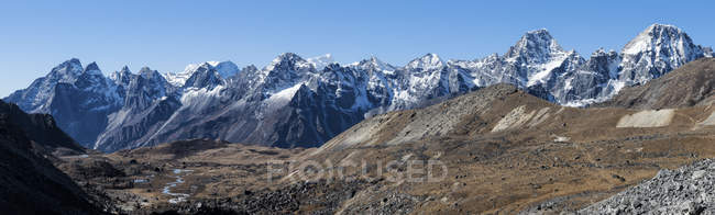 Непал, Фалайя, Кхумбу, Эверест, горный хребет Чо Ла — стоковое фото