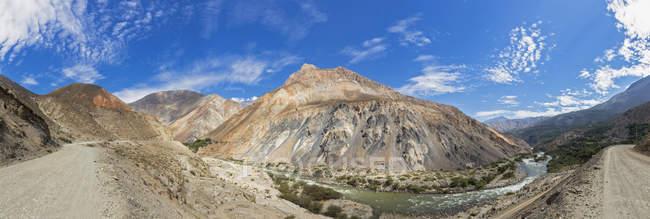 Південної Америки, Перу, мальовничим видом з гори і N3 шосе в Андах — стокове фото