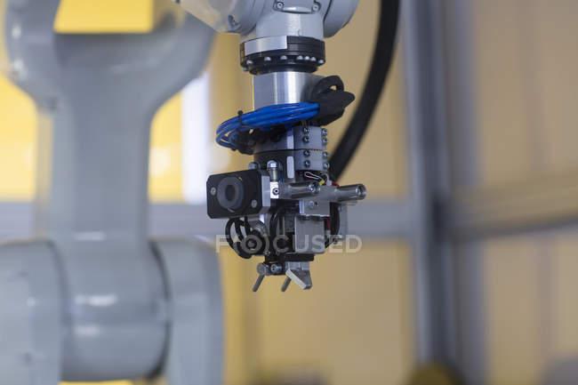 Robot bras automation dans une usine de traitement d'image technologiques et industriels de capteur, Gottenheim, Bw, Allemagne — Photo de stock