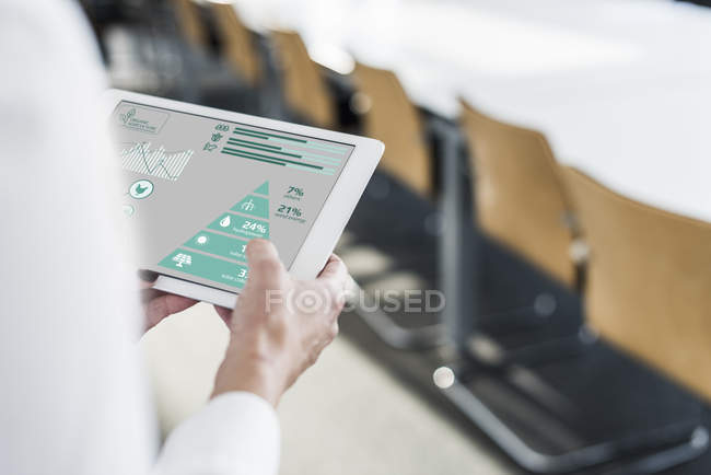 Cropped portrait of businesswoman holding tablet with diagram — Stock Photo