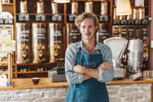 Portrait of confident coffee roaster standing in shop — Stock Photo