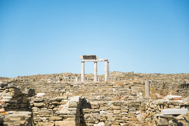 Delos, Mykonos, Greece. Establishment of the Poseidoniasts in The island of Delos, one of the most important mythological, historical and archaeological sites in Greece. — Stock Photo