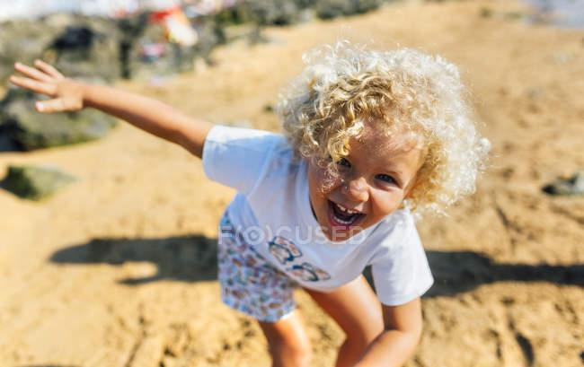 Kid playing on the beach, Gijn, Asturias, Spain — Stock Photo