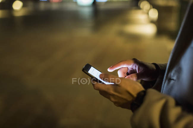 Male hands using cell phone — Stock Photo
